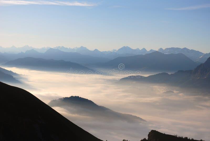 море облаков alps стоковое изображение