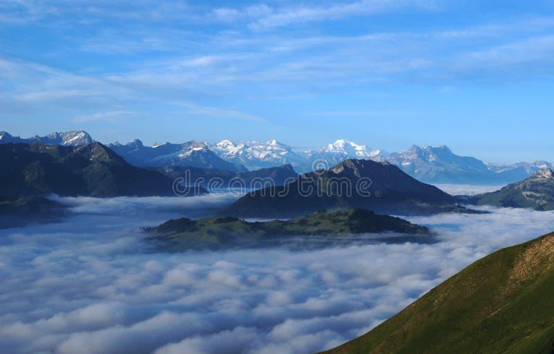 море облаков alps стоковые фото