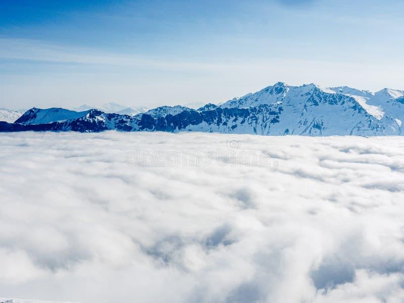 Море облаков на швейцарских Альпах - 2 стоковая фотография rf