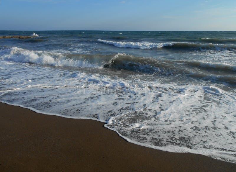 Море, океан, вода, волны, пляж, небо, синь, волна, природа, побережье, облака, ландшафт, горизонт, песок, seascape, прибой, облак стоковая фотография