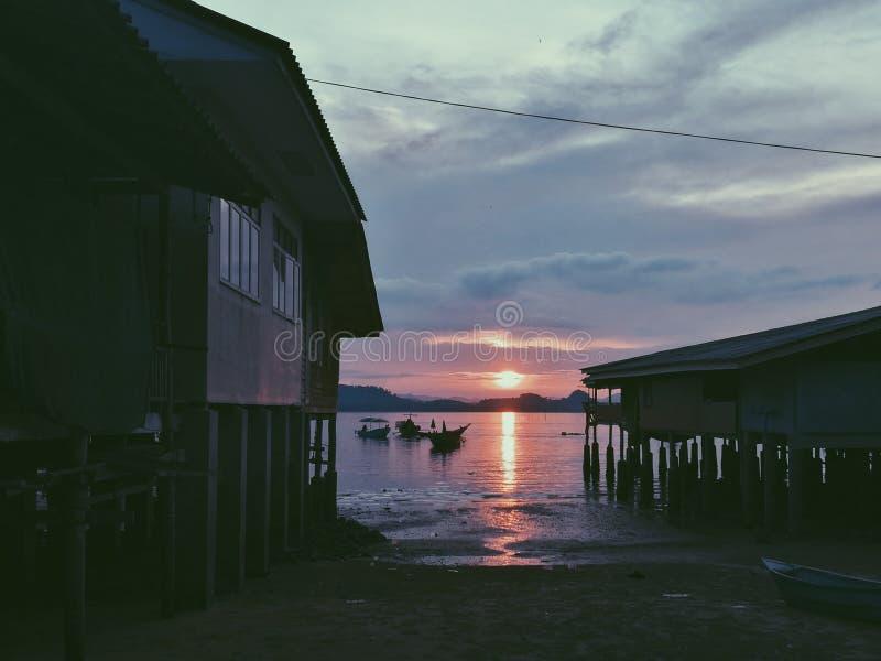 море, песок и солнце стоковая фотография