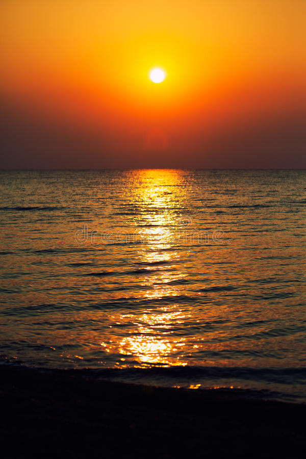 море предпосылки грузит восход солнца стоковое изображение