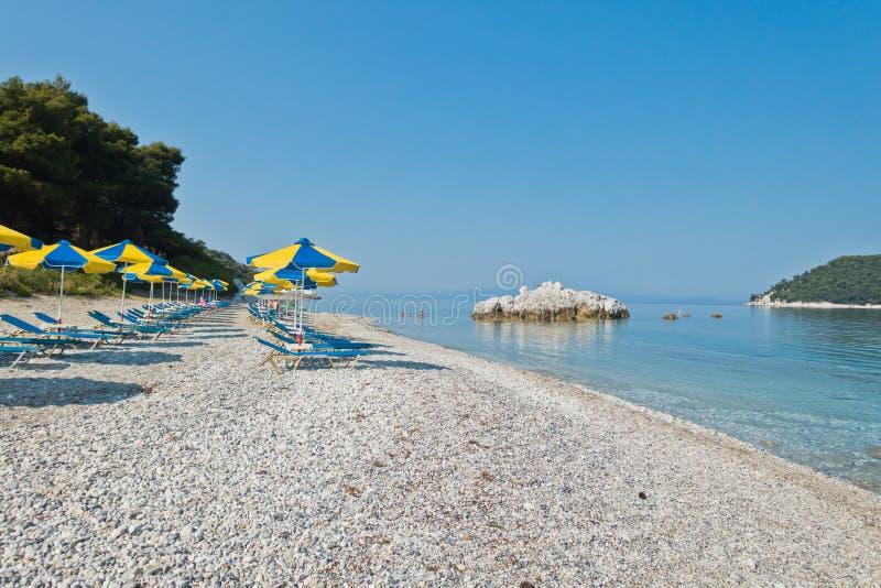 Море трясет на затишье и кристалле - ясная вода на утре, Milia бирюзы приставает к берегу, остров Skopelos стоковое фото rf