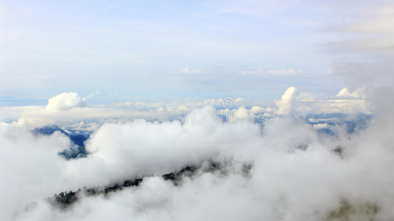 Море тумана в Phu Thap Boek, Phetchabun, Таиланде стоковая фотография