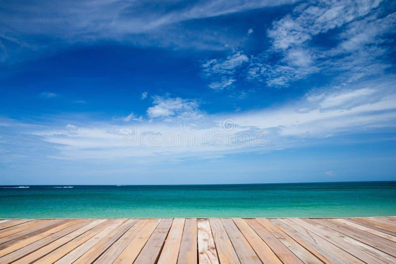 Download Море стоковое изображение. изображение насчитывающей напольно - 33729215