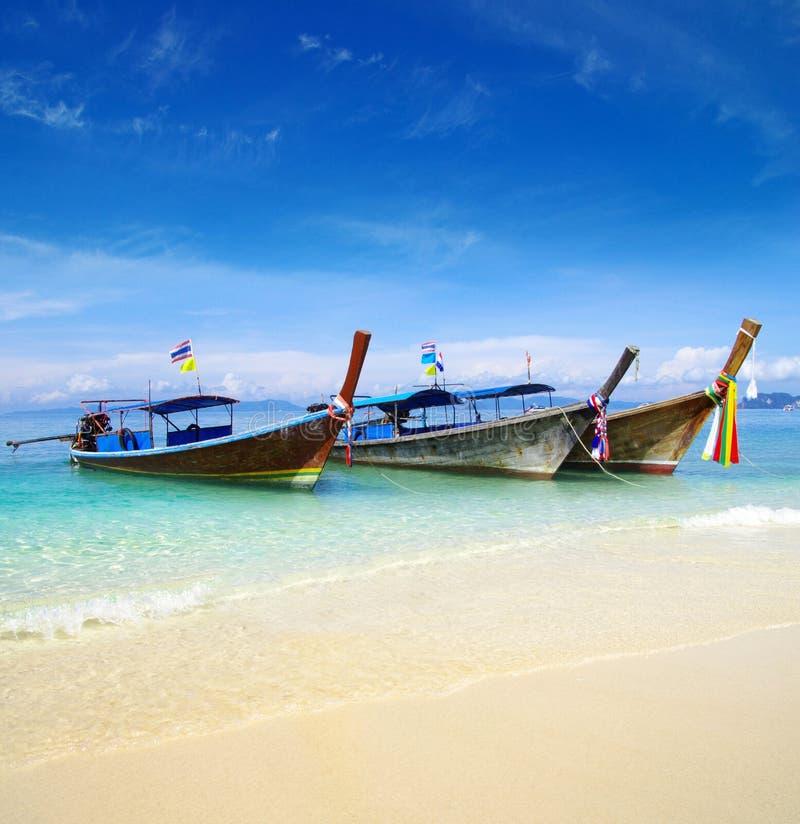 Download Море стоковое изображение. изображение насчитывающей ландшафт - 33729227