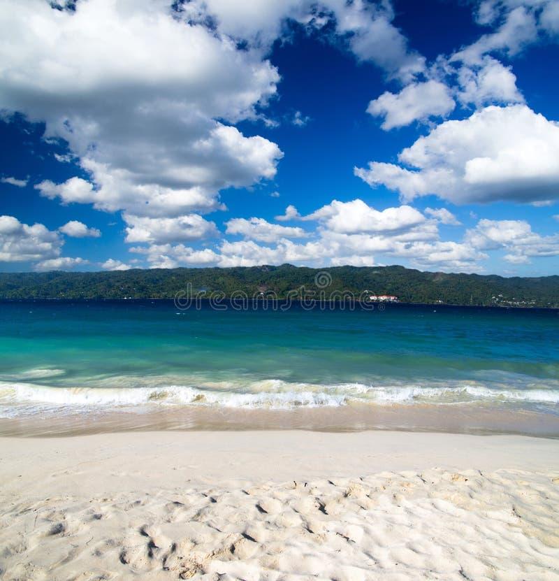 Download Море стоковое изображение. изображение насчитывающей лето - 33729343