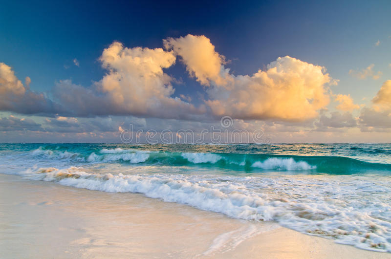 Download Море стоковое изображение. изображение насчитывающей природа - 33730341