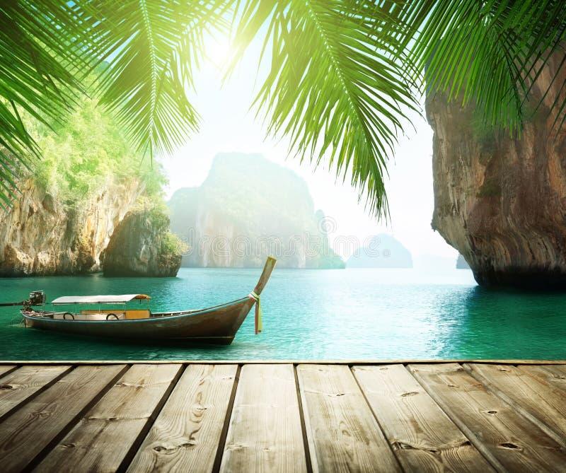Море Adaman и деревянная шлюпка стоковая фотография