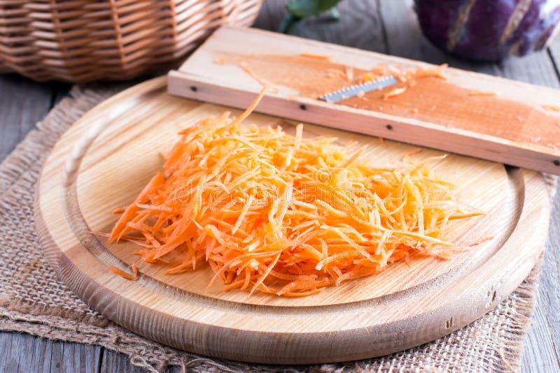 Моркови заскрежетали солому для варить корейские морковей стоковое изображение rf