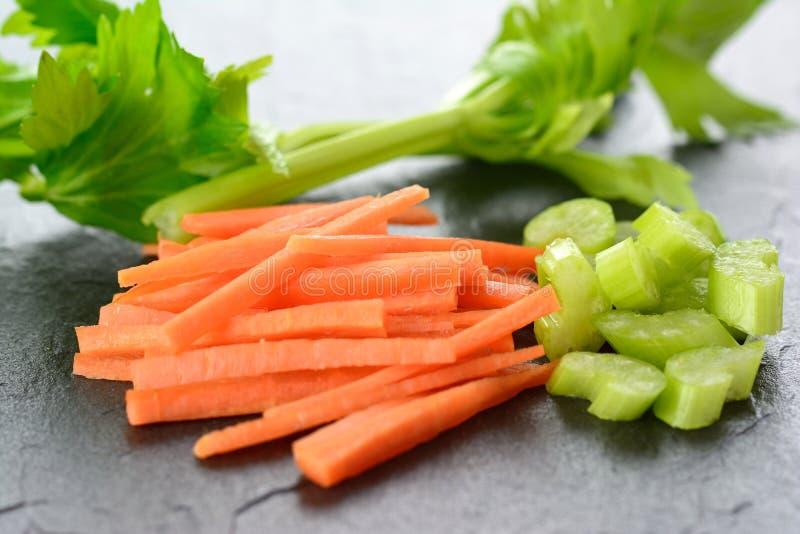 Моркови Julienne с diced сельдереем стоковые фотографии rf