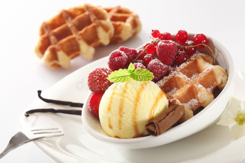 мороженое десерта ягоды здоровое стоковая фотография rf