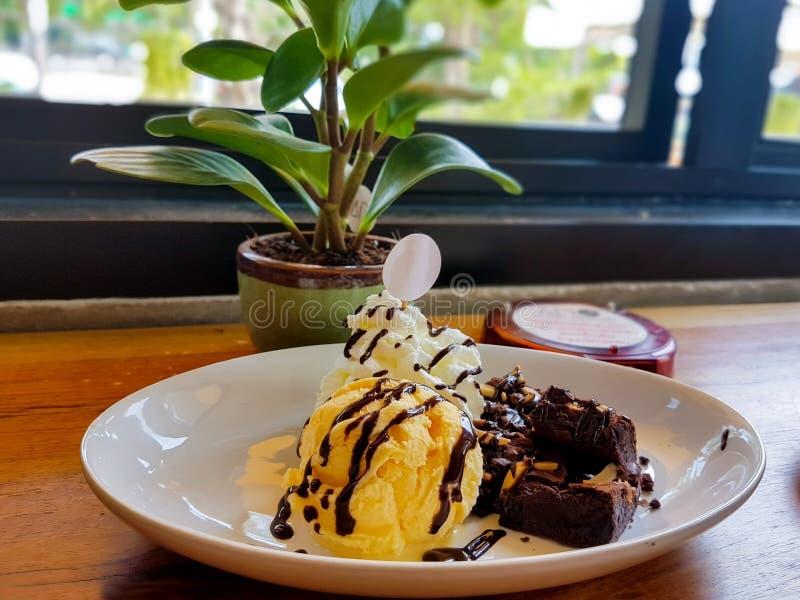 Мороженое и пирожное стоковое фото