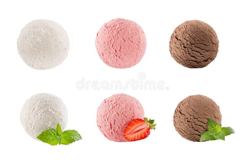 Мороженое черпает собрание 6 шариков - сметанообразных, клубнику, шоколад - украшенные листья мяты, ягода куска стоковая фотография