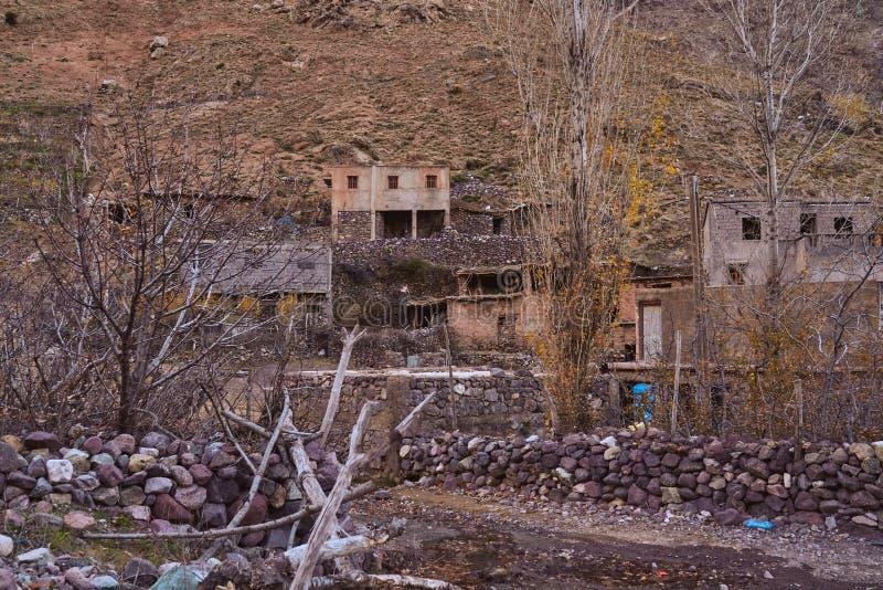 Морокканская деревня в горах стоковое фото