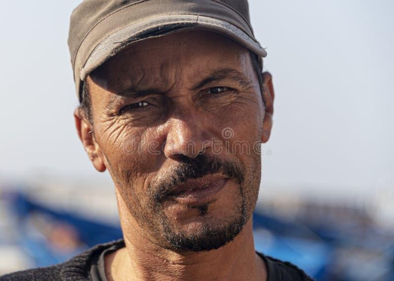 Морокканский человек, середина 30-х, рыболов стоковое фото