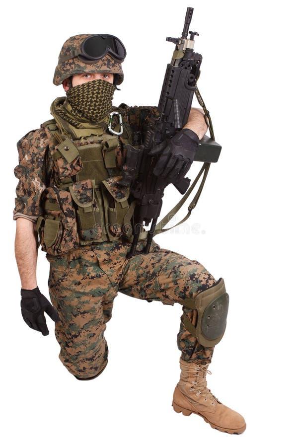 МОРСКИЕ ПЕХОТИНЦЫ США с пулеметом бесплатная иллюстрация