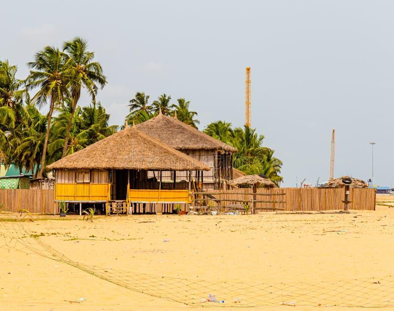 Морские хижины на пляже Аволово Лекки Лагос Нигерия стоковая фотография rf