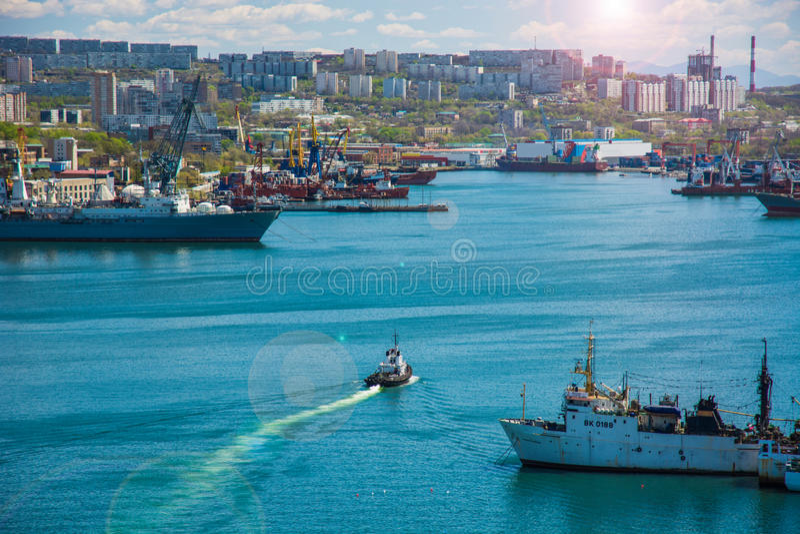 Морской город Залив с кораблями поплавки корабля стоковое фото rf