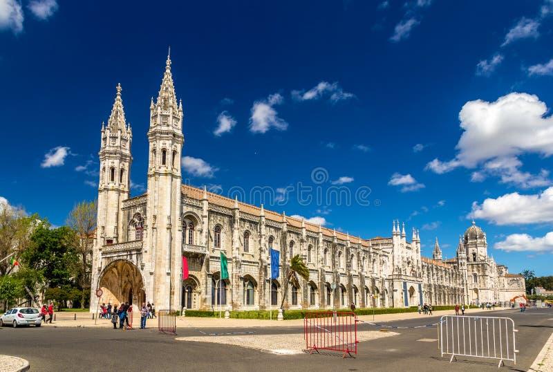 Морской музей и монастырь Jeronimos в Лиссабоне стоковые фотографии rf