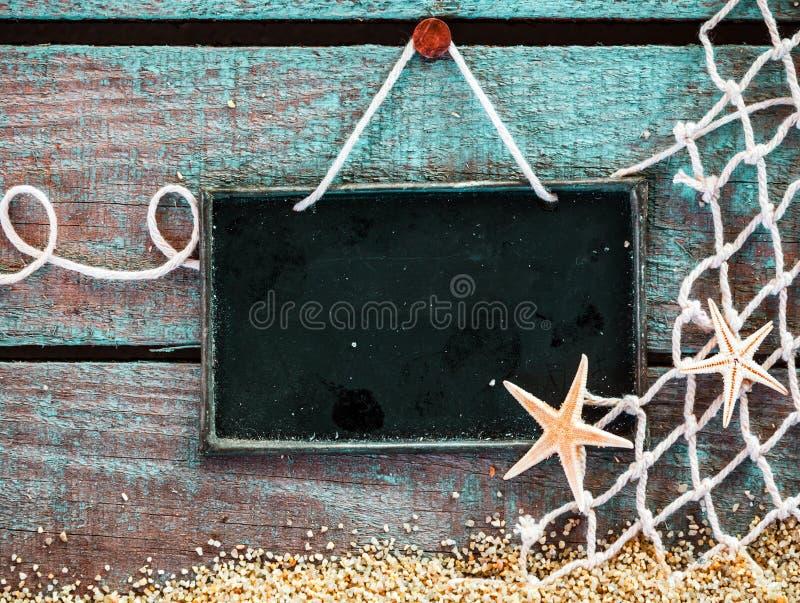 Морской натюрморт с доской знака чистого листа стоковое фото rf