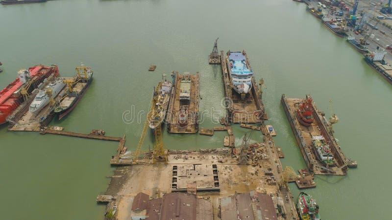 Морской порт груза и пассажира в Сурабая, Ява, Индонезии стоковое изображение rf