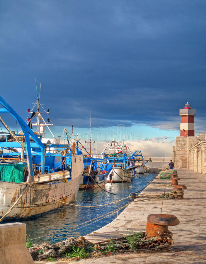 морской порт monopoli ландшафта apulia стоковые изображения