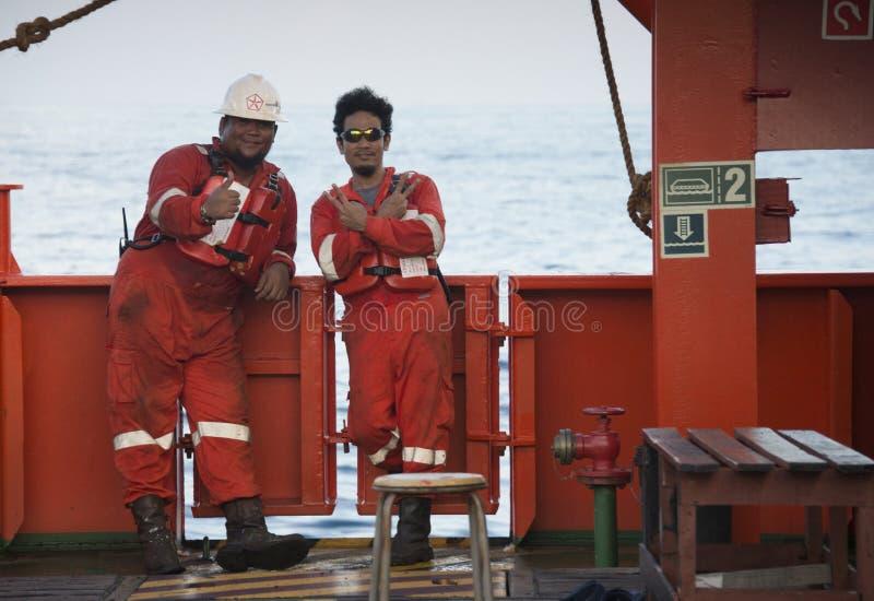 Морской экипаж отдыхая после работы анкера отделки стоковые фотографии rf
