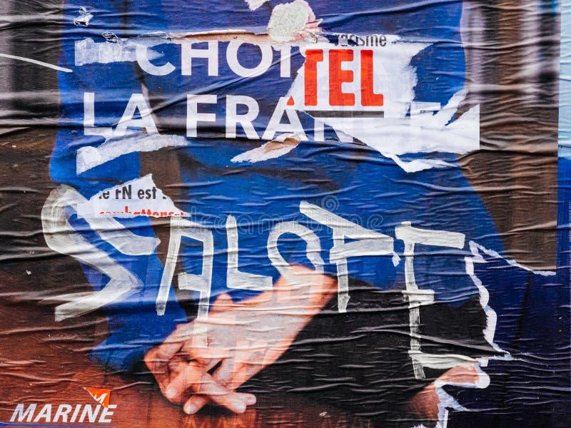 Морской Le Pen бесчинствовал плакат во-вторых голосуя вокруг presi Франции стоковая фотография