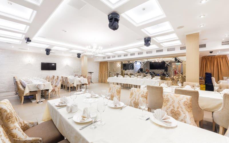МОСКВА - АВГУСТ 2014: Интерьер ресторана стоковые фото