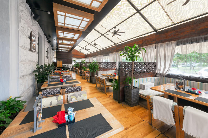 МОСКВА - АВГУСТ 2014: Интерьер японского ресторана стоковые фото