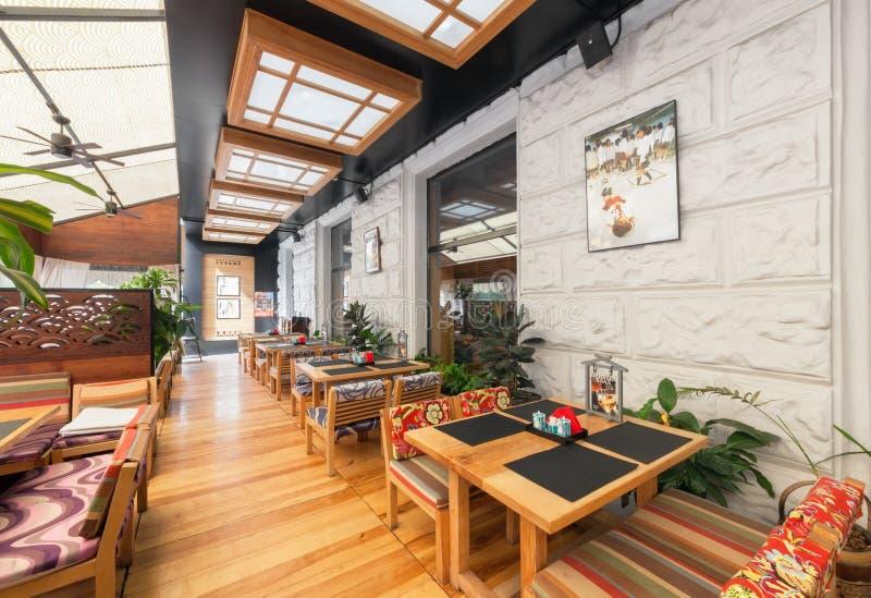 МОСКВА - АВГУСТ 2014: Интерьер японского ресторана стоковые изображения