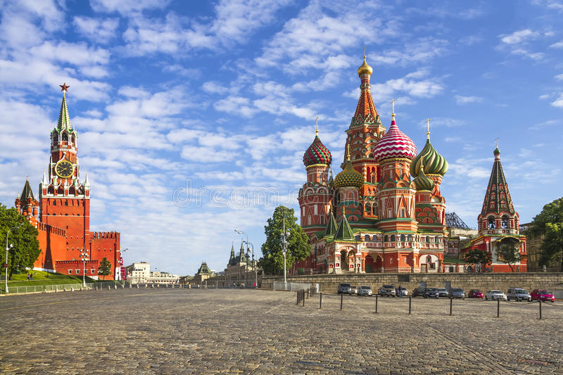 Москва Кремль и собор базилика St на красной площади стоковая фотография rf