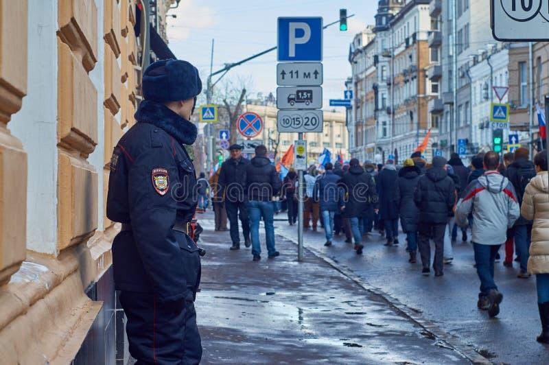 Москва - 27-ое февраля 2016 Марш памяти сраженного политика Бориса Nemtsov стоковое изображение rf