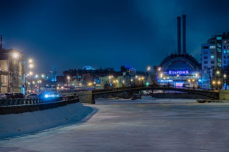 Урбанское место Москвы на ноче в зиме стоковое фото rf