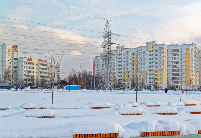 Москва, район Butovo, новое здание, взгляд от окна в территорию около дома, новые дома, здание стоковое изображение