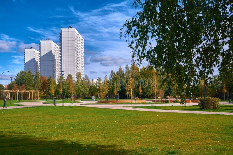 Москва, район Butovo, новое здание, взгляд от окна в стоковая фотография rf