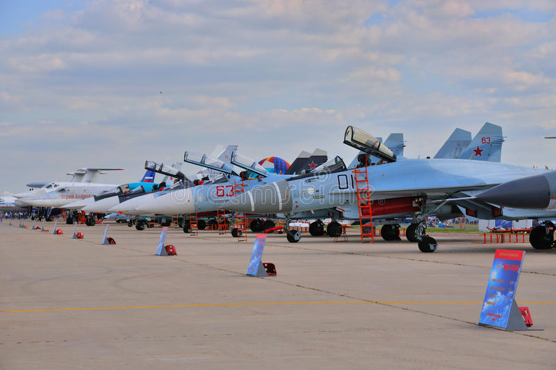 МОСКВА, РОССИЯ - АВГУСТ 2015: Истребительные авиации Sukhoi представленные на стоковые изображения rf