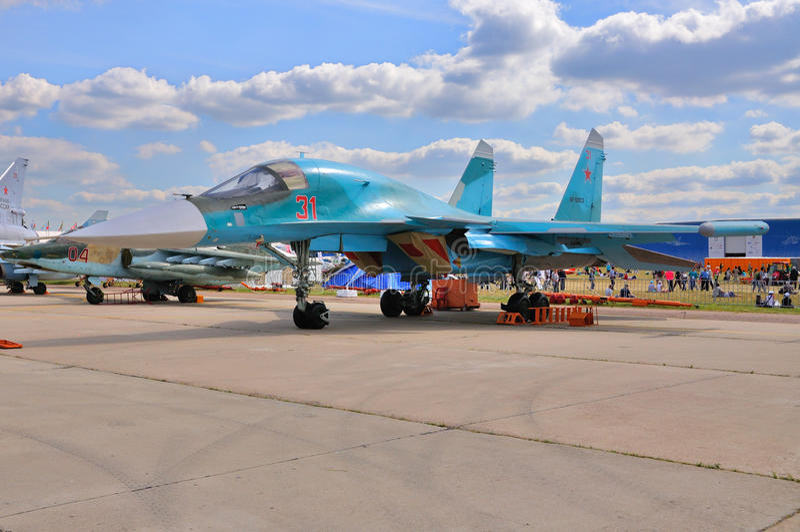 МОСКВА, РОССИЯ - АВГУСТ 2015: настоящий момент защитника бойца Su-34 забастовки стоковое изображение