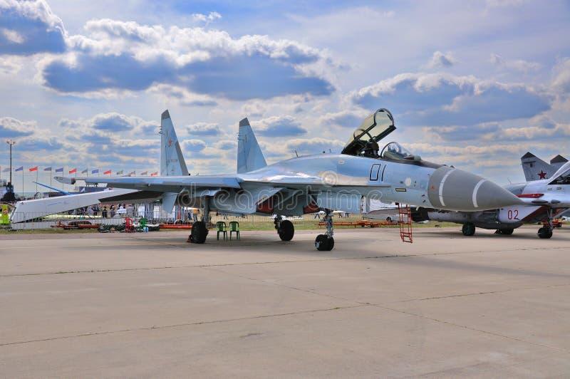 МОСКВА, РОССИЯ - АВГУСТ 2015: multirole флан истребительной авиации Su-35 стоковые изображения rf
