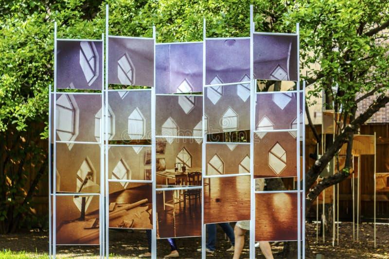Москва, Россия - 16-ое августа 2017: Установка в двор дома Melnikov в Москве, России стоковое изображение