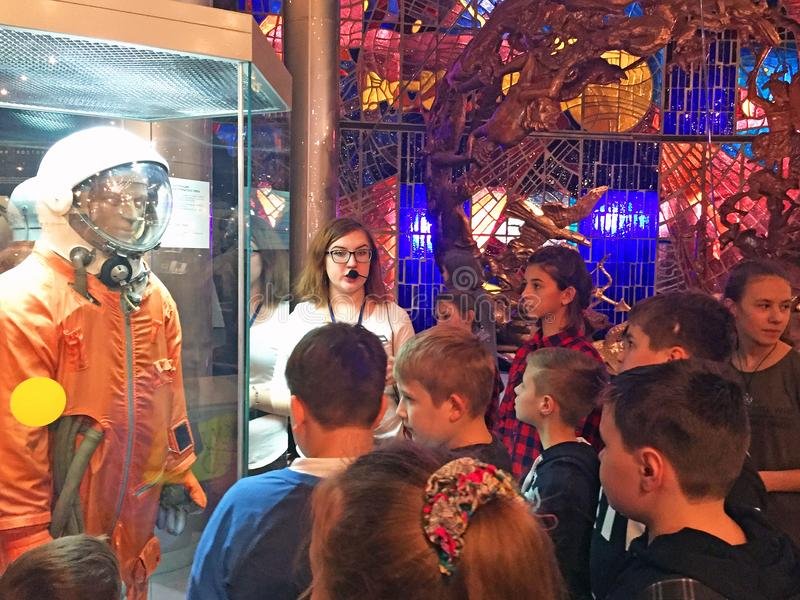 Москва/Россия - 10-ое декабря 2017: отклонение детей к музею космонавта стоковая фотография