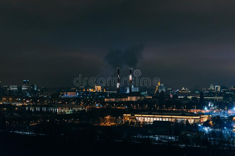 МОСКВА, РОССИЯ - 25-ОЕ ДЕКАБРЯ 2016: Vorobyovy окровавленное Взгляд от холмов воробья в Москве стоковое изображение rf