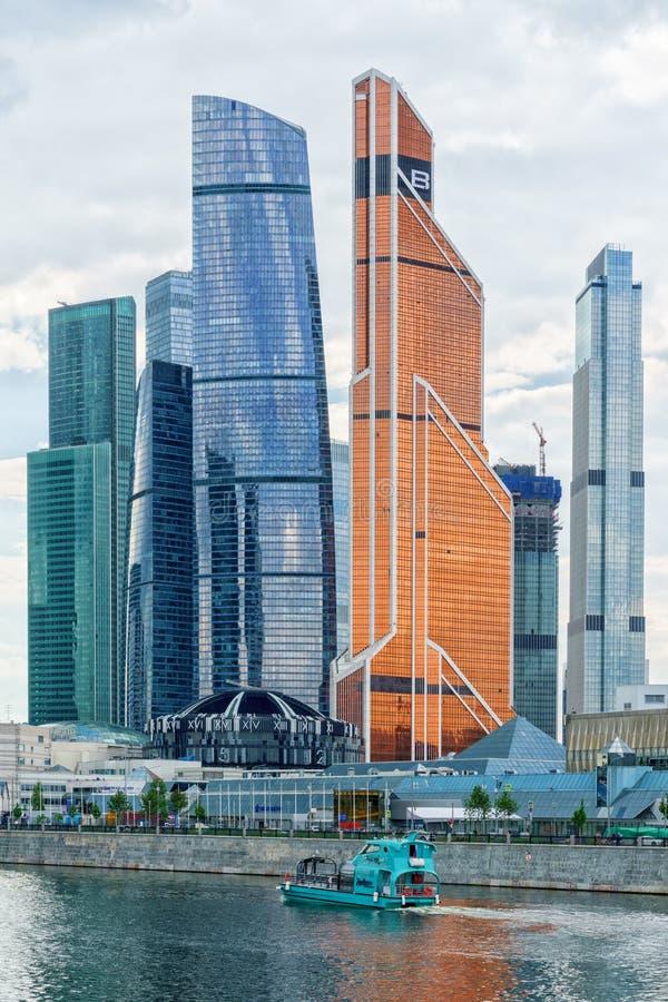 Москва, Россия - 26-ое мая 2019: Деловый центр Москвы Москв-города зданий небоскреба международный - современная реклама стоковое фото rf