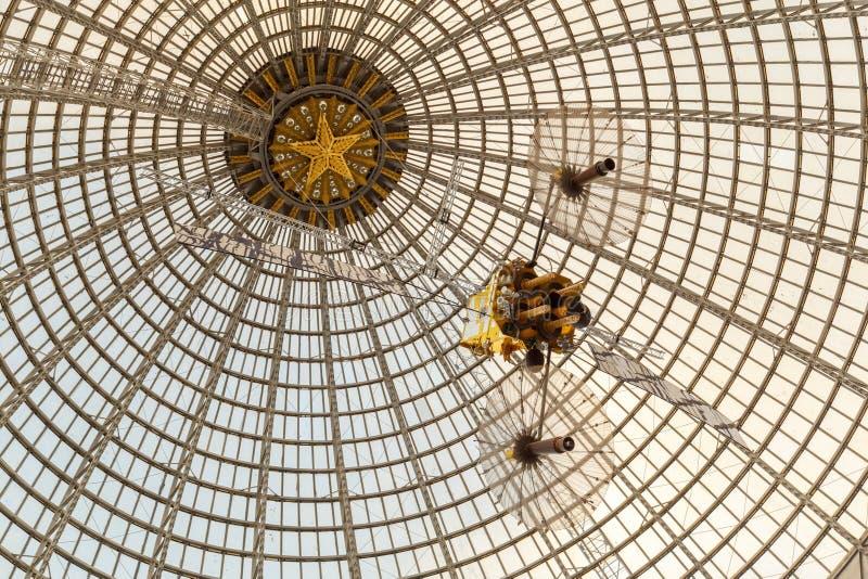 Москва, Россия - 28-ое ноября 2018: Стеклянный купол павильона космоса космоса на VDNH - выставке достижений  стоковая фотография