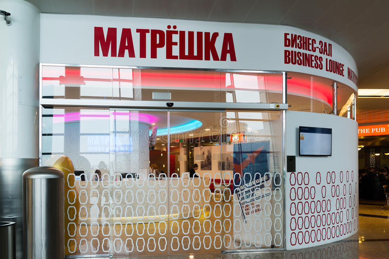 Москва, Россия - 31-ое октября 2016 Matryoshka - салон дела на авиапорте Sheremetyevo стоковое фото rf