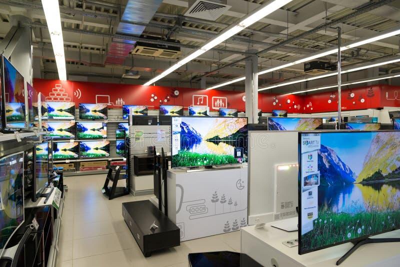 Москва, Россия - 2-ое февраля 2016 ТВ в Eldorado большие сетевые магазины продавая электронику стоковая фотография rf