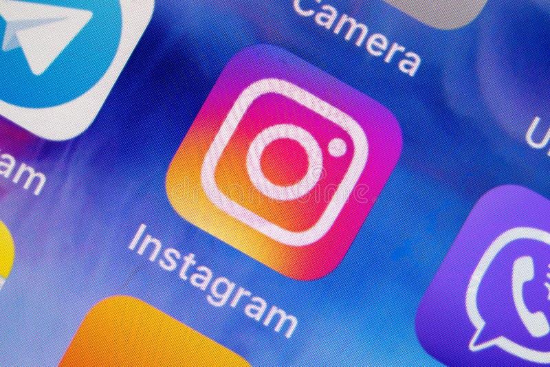 МОСКВА, РОССИЯ - 11-ОЕ ЯНВАРЯ 2018: Значок применения Instagram социальный чистый на экране lcd стоковое изображение
