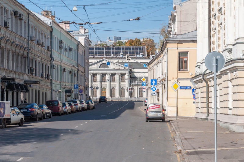 МОСКВА, РОССИЯ - 21 09 2015 Улица Lenivka, взгляд музея Pushkin положения изящных искусств стоковое фото