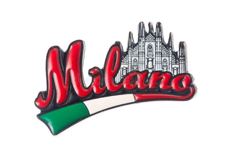 МОСКВА, РОССИЯ - ЯНВАРЬ 2018: Милан с duomo и флагом магнита холодильника Италии изолированного на белой предпосылке Магниты p стоковые изображения rf